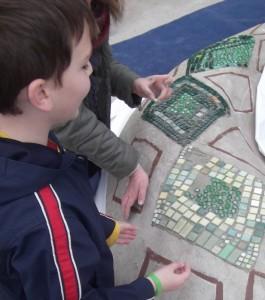 Mosaikarbeiten auf der Sitzschlange